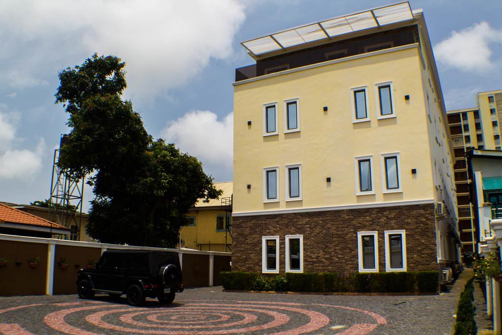 Court Luxury Apartments